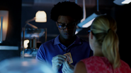 Curtis Holt gets a card from Felicity Smoak (2)