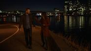 Vincent romansuje z Dinah nad rzeką (1)