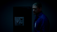 Leonard Snart and Lewis Snart robbery (2)