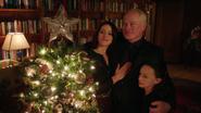 Damien Darhk in family in Christmas (3)