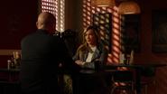 Laurel z Diazem nakazują Quentinowi podpisać dokumenty własnościowe (1)