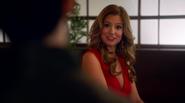 Rebecca Sharpe poznaje Barry'ego Allena (1)