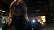 Evelyn Sharp aka Black Canary want kill Ruve Adams (1)