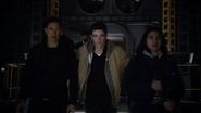 Harry, Barry, Cisco pass on Earth-2 (3)