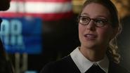 Heroes say goodbye Supergirl (3)