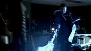Leonard Snart freeze Flash in DZKCC (1)