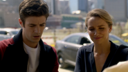 Patty Spivot help Barry Allen in crime scene (2)