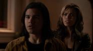 Kendra Saunders and Cisco Ramon attacks for Vandal Savage (8)