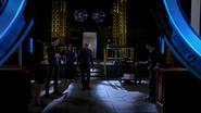 Team Flash look stabilizes wormhole in Jay Garrick