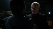 Damien Darhk fight Team Green Arrow in A.R.G.U.S (2)
