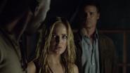 Sara Lance convinces captain