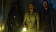 Green Arrow (Connor Hawke) help Sara and Rip (5)