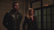 Laurel tries to help Team Arrow