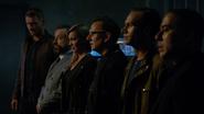 Drużyna Caydena cieszy się rozpadkiem zespołu bohaterów (3)