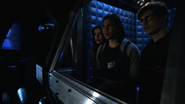 Hartley Rathaway resuce Cisco and Caitlin on Time Warth (6)