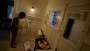 Anissa niszczy umywalkę, odkrywając swoje moce (4)