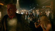 Leonard Snart, Mick Rory and Sara Lance fight in club (4)