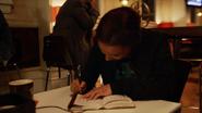 Tajemnicza dziewczyna opłaca rachunek Ralpha i Cisco (3)