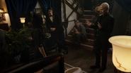Damien kłóci się z Norą i ukazuje brak zaufania