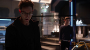 Harrison Wells (Earth-2) gets help from Barry Allen (9)