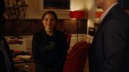 Tajemnicza dziewczyna opłaca rachunek Ralpha i Cisco (1)