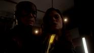 Lisa Snart kidnapedd by Flash (1)