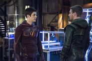 Arrow (Oliver Queen) and The Flash (Barry Allen) talk