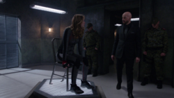 Lex protegendo a cópia da Supergirl.png
