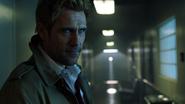 Constantine odprawia egzorcyzm na Emily w Star City (1)