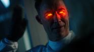 Eobard Thawne grozi Felicity Smoak zabójstwem