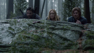 Sara Lance and her friends find father Cindy (1)