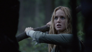 Sara Lance attacks angry Slade Wilson and resuce Oliver Queen (1)