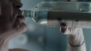 Damien Darhk przygotowuje się do zabicia doktora Vogyla (1)