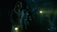 Green Arrow (Connor Hawke) help Sara and Rip (6)