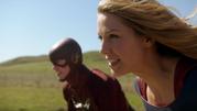 Supergirl say goodbye The Flash (5)