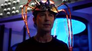 Harry nakazuje Gideon napromieniować jego mózg ciemną materią