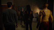 Kid Flash, Vixen i Citizen Steel walczą z Eleanor (1)