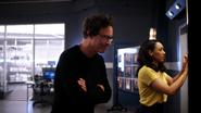 Harry i Iris starają sie odnaleźć Marlize DeVoe