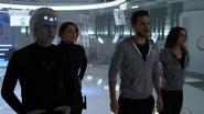 Querl, Mon-El, Imra i Alex śledzą zniszczenia Reign