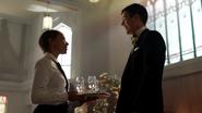Tajemnicza dziewczyna zaczepia Barry'ego na jego weselu (1)
