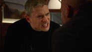 Leo kłóci się z Mickiem przez jego zachowanie