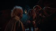 Zespół Constantine'a sprawdza ciało Clementa Dupree (10)