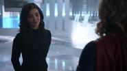 Imra żegna się z Supergirl, odlatując do swoich czasów