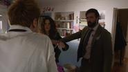 Constantine odprawia rytuał, aby odnaleźć zaginioną (6)