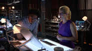 Curtis Holt and Felicity Smoak planned resuce Ray Palmer (2)