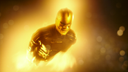 Flash i The Ray niszczą Red Tornado (3)