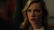 Laurel prosi Quentina o podpisanie dokumentów Diaza (2)