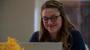 Kara conversando com Clark pelo computador