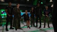 Team Green Arrow and Felicity read about Vigilante (2)