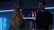 Sara Lance, Oliver Queen and Thea Queen in Verdant (2)